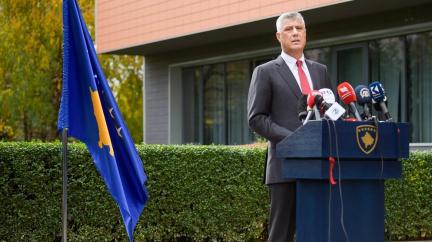 Aktualizováno: Kosovský prezident končí, Haag jej obvinil z válečných zločinů