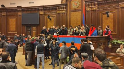 Demonstranti v Jerevanu protestovali proti ukončení války o Karabach