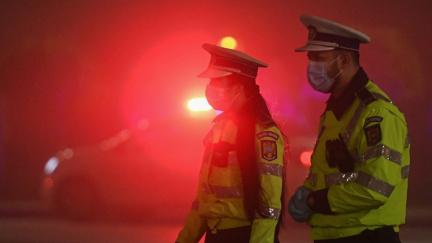 Policie má během koronavirové uzávěry žně: Zločinci jsou k zastižení doma
