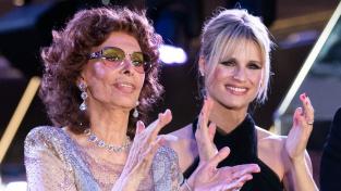 Sophia Lorenová s moderátorkou Michelle Hunzikerovou