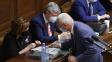 Poslanci pro příští rok zmrazili platy politiků a soudců