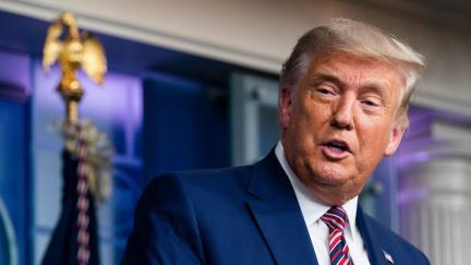 Trump pověřil svůj tým předáním moci novému prezidentovi, ale nevzdává se
