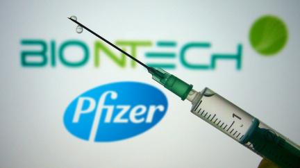 Británie schválila vakcínu Pfizer/BioNTech, Interpol varuje před falešnými vakcínami