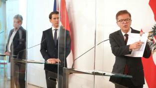 Rakouská vláda oznámila postupné uvolňování proticovidových opatření. Zleva vicekancléř Werner Kogler, kancléř Sebastian Kurz a ministr zdravotnictví Rudolf Anschober