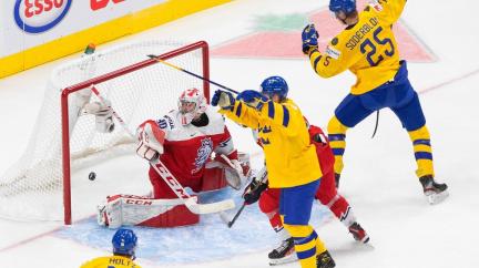 Hokejová dvacítka začala MS debaklem se Švédskem 1:7