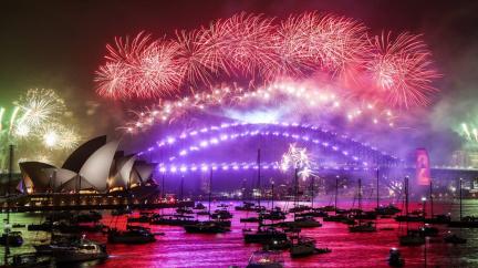 Oslavy konce roku budou kvůli covidu skromnější, bujaré veselí v mezích