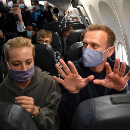 Navalného zadrželi krátce po příletu do Moskvy přímo na letišti