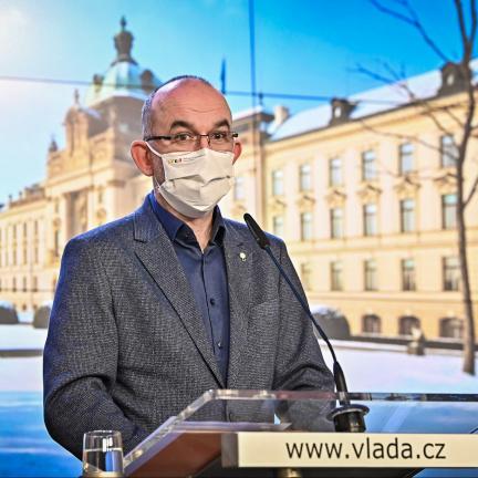 V Česku už zemřelo přes 15 000 lidí nakažených koronavirem