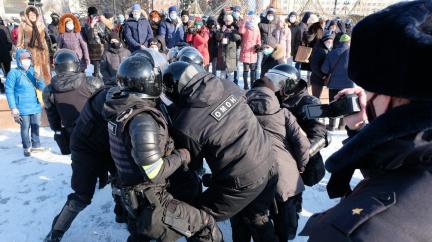 Aktualizováno: Při demonstracích za propuštění Navalného byly zadrženy více než tři tisícovky lidí