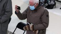 Sandersovy palčáky jsou hitem internetu, jejich autorce chodí tisíce objednávek