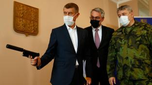 Premiér Andrej Babiš, ministr obrany Lubomír Metnar a náčelník generálního štábu Aleš Opata