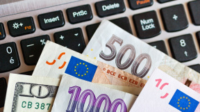 Česká koruna / Euro / Dolar