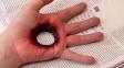 OBRAZEM: Je libo díra v ruce? Umělkyně dokáže vytvořit dokonalé iluze