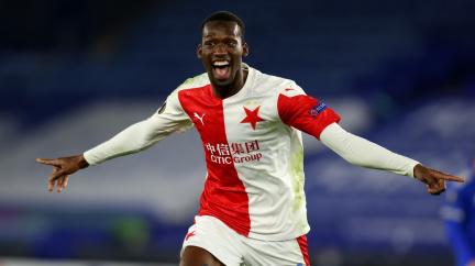 Slavia překvapivě porazila Leicester 2:0 a postoupila do osmifinále Evropské ligy