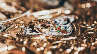 Zářivé šperky i po letech nošení? Naučte se o ně správně pečovat