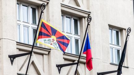 Vlajka pro Tibet: Připojí se obce i Senát. Aktivisté připomenou upálené Tibeťany