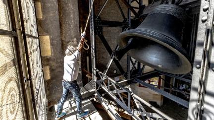 Minuta ticha za oběti pandemie: Rok od prvního úmrtí na covid se rozezní zvony