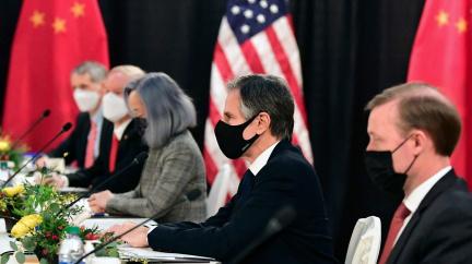 Napjatý vztah USA a Číny: Schůzka představitelů obou zemí začala ostře