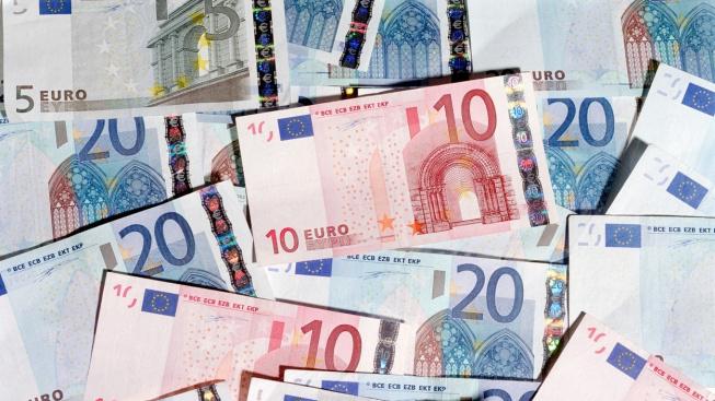 Ekonomická aktivita v eurozóně se v březnu nečekaně vrátila k růstu