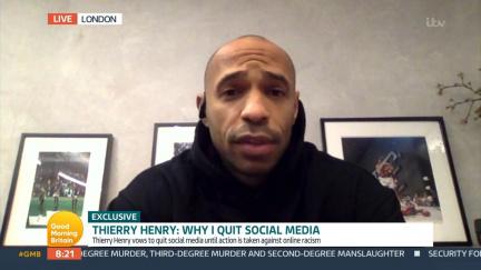 Thierry Henry opouští kvůli rasismu sociální sítě. Udělejte totéž, radí anglický kouč