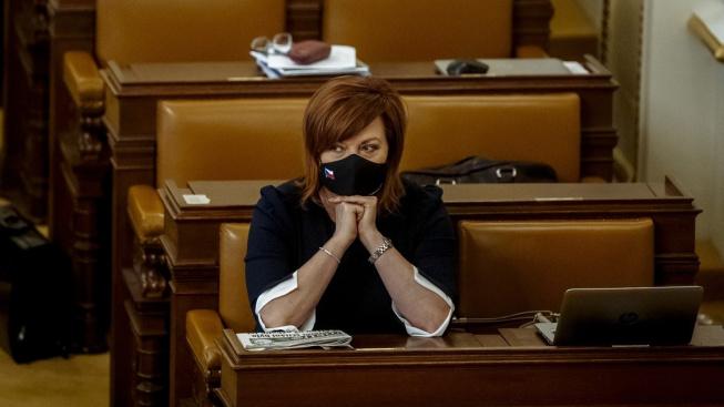Příští rok nebude podle vyjádření ministryně financí Aleny Schillerové schodek státního rozpočtu pod 300 miliardami korun