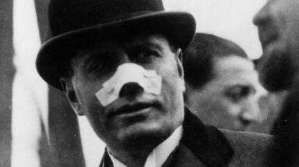 Pomatená střelkyně zpackala před 95 lety atentát na Mussoliniho