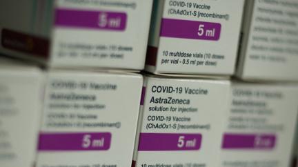 Představitel EMA: Je spojitost mezi AstraZenekou a trombózami. Podle WHO přínos vakcíny převažuje nad riziky