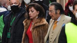 """Lady Gaga a Al Pacino během natáčení filmu Ridleyho Scotta """"The House of Gucci"""""""