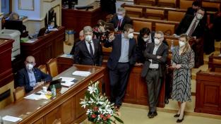 Sněmovna schválila také omezení mobiliárních exekuci důchodců, tělesně postižených lidí a u dluhů z dětství. Ilustrační foto
