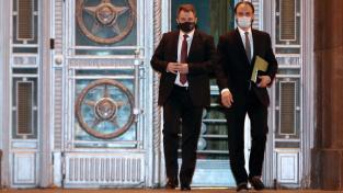 Český velvyslanec v Moskvě Vítězslav Pivoňka (vlevo) si na ruském ministerstvu zahraničí vyslechl verdikt o vyhoštění 20 zaměstnanců ambasády.