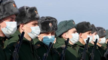 Přes 100 000 ruských vojáků u ukrajinských hranic, hrozí eskalace, řekl šéf diplomacie EU