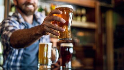 Pijeme nejméně piva od 60. let, jeho výroba loni klesla skoro o sedm procent