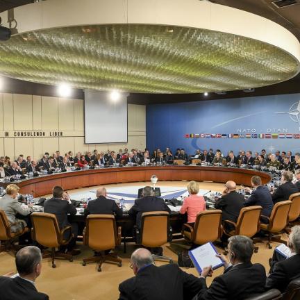 NATO vyjádřilo Česku solidaritu, je znepokojeno destabilizačními aktivitami Ruska
