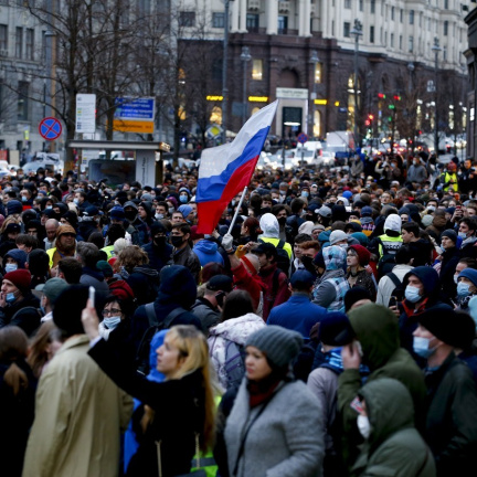 Proti válce na Ukrajině a divoké propagandě. V Rusku se protestovalo na podporu Navalného