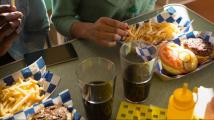 Častá konzumace jídel z restaurací vede k předčasným úmrtím