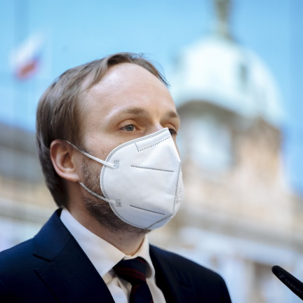 Na českém i ruském velvyslanectví zůstane sedm diplomatů