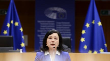 Aktualizováno: Do Ruska nesmí Jourová ani šéf evropského parlamentu. Moskva zakázala vstup osmi lidem z EU