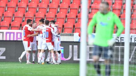 Fotbalisté Slavie získali třetí titul v řadě a nadále drží neporazitelnost