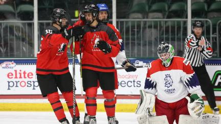 Česká hokejová osmnáctka prohrála ve čtvrtfinále s Kanadou 3:10 a na MS končí