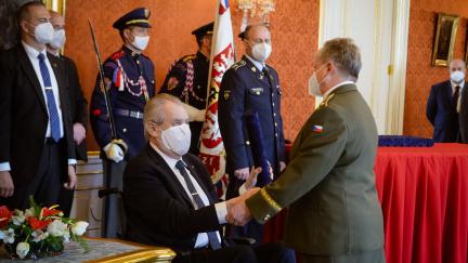Zeman jmenoval druhou generálku, šéfa BIS Koudelku pošesté odmítl