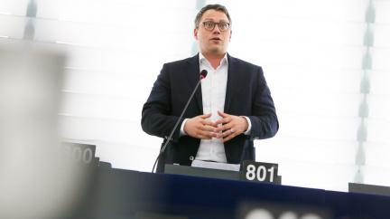 Situace médií v EU se zhoršuje. Europoslanci jsou znepokojeni počtem stíhaných novinářů