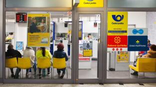 Pošta má na základě licence od státu provozovat síť nejméně 3200 poboček nebo zajistit doručování zásilek po celém území ČR (Ilustrační foto)