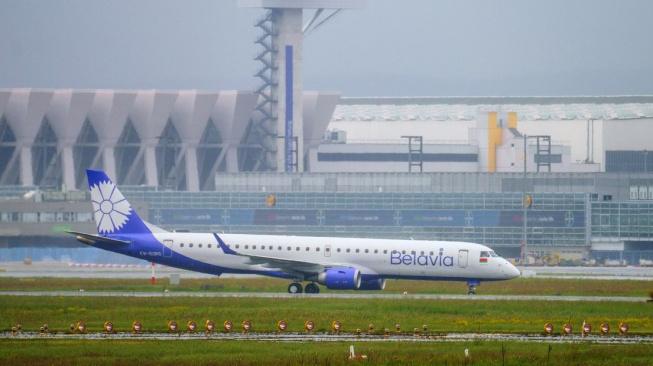 Provoz běloruských aerolinek Belavia na svém území pozastaví od pátku až do vyšetření nedělního incidentu i Česká republika. K podobnému opatření přistoupily i Francie, Litva, Švédsko, Lotyšsko, Slovensko a Polsko