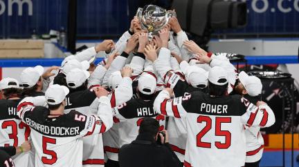Novými mistry jsou hokejisté Kanady. Finy porazili v prodloužení