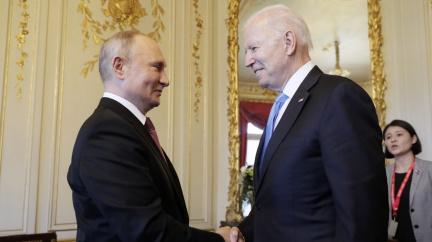 Návrat velvyslanců a hackerské útoky. Co přineslo jednání Bidena s Putinem v Ženevě?
