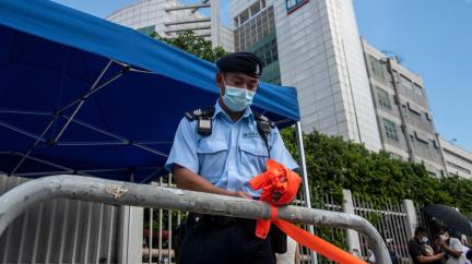 Razie v hongkongské redakci. Policie zatkla šéfredaktora deníku kritického k Číně