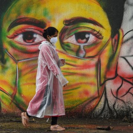 Pandemie covidu-19 má celosvětově přes 4 miliony obětí