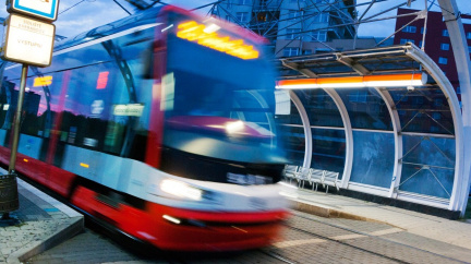 Třetina peněz na podporu městské hromadné dopravy se nevyčerpá, informoval NKÚ