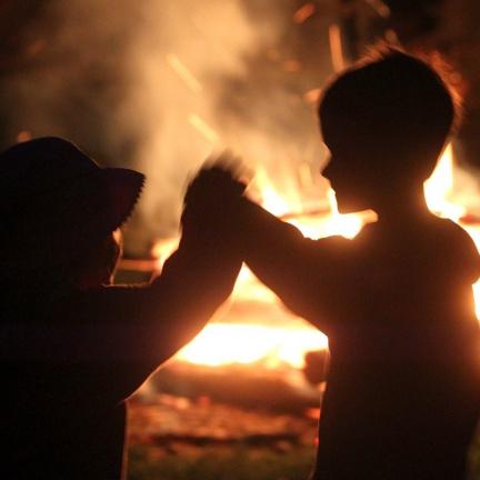 Polozapomenutá tradice noci ohně, pokladů a bylin