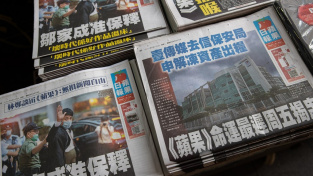 Některé obchody v Hong Kongu ponechaly v solidaritě na pultech včerejší vydání deníku